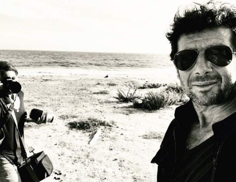Inception : une photo de Patrick Bruel en train de se faire prendre en photo.