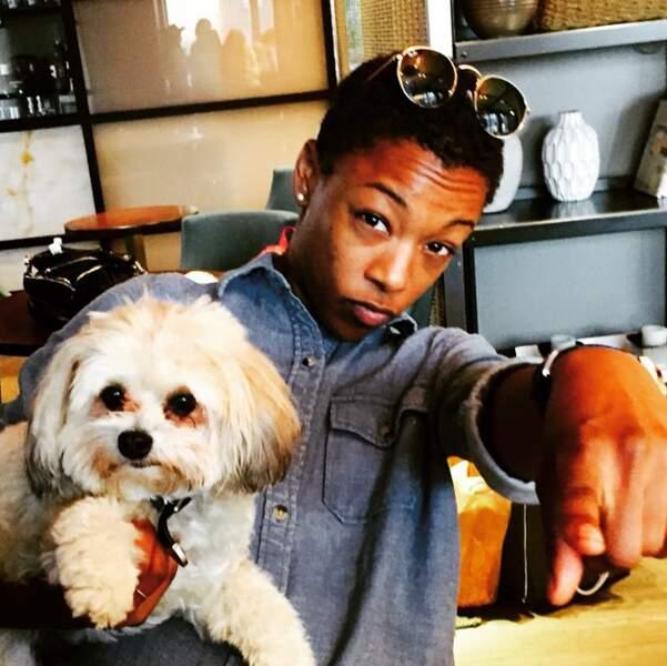 Samira Wiley (Orange is the new Black) a posé avec le chien de sa collègue Natasha Lyonne.