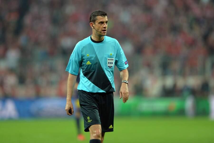 Le Hongrois Viktor Kassai a eu lui l'honneur de diriger le match d'ouverture de cet Euro France/Roumanie
