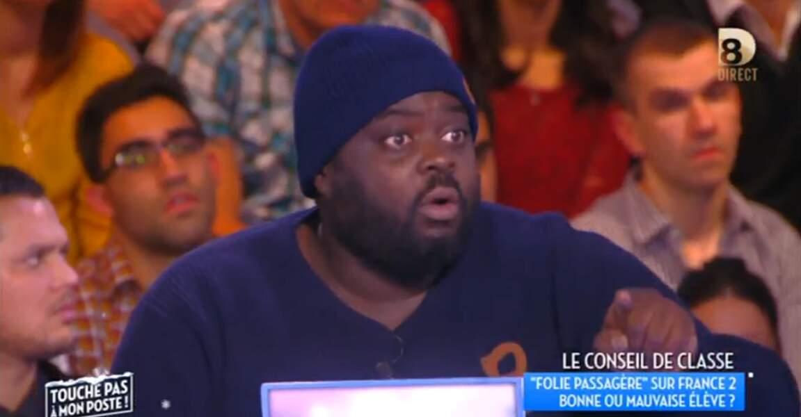 On commence ce diaporama avec le bonnet d'Issa Doumbia : il fait froid sur le plateau de Touche pas à mon poste ?
