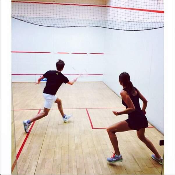 Au même moment, Laury Thilleman s'est offert une séance intensive de squash