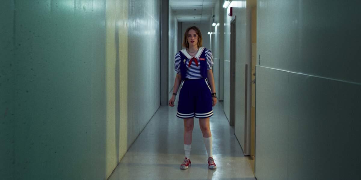 Robin (Maya Hawke) n'imagine pas encore quelles expériences elle va vivre à Hawkins