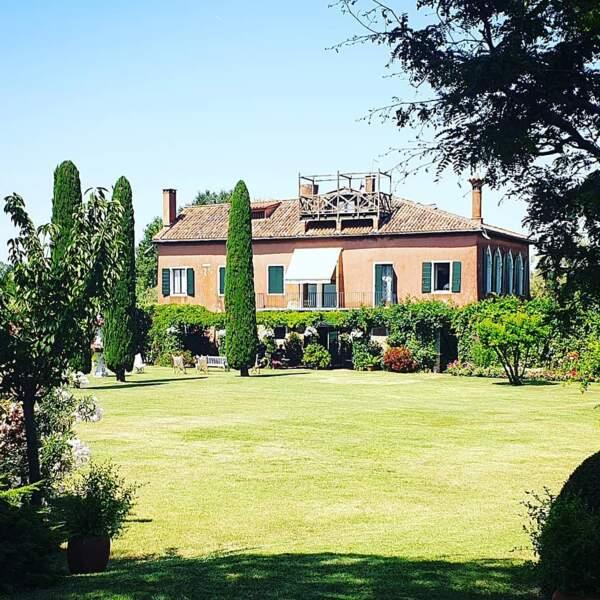 Voici la jolie maison que les joyeux vacanciers ont loué pour leurs vacances