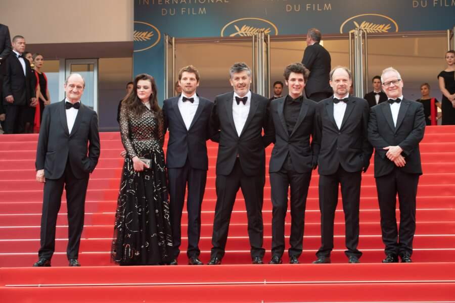 Le réalisateur Christophe Honoré entouré de l'équipe du film