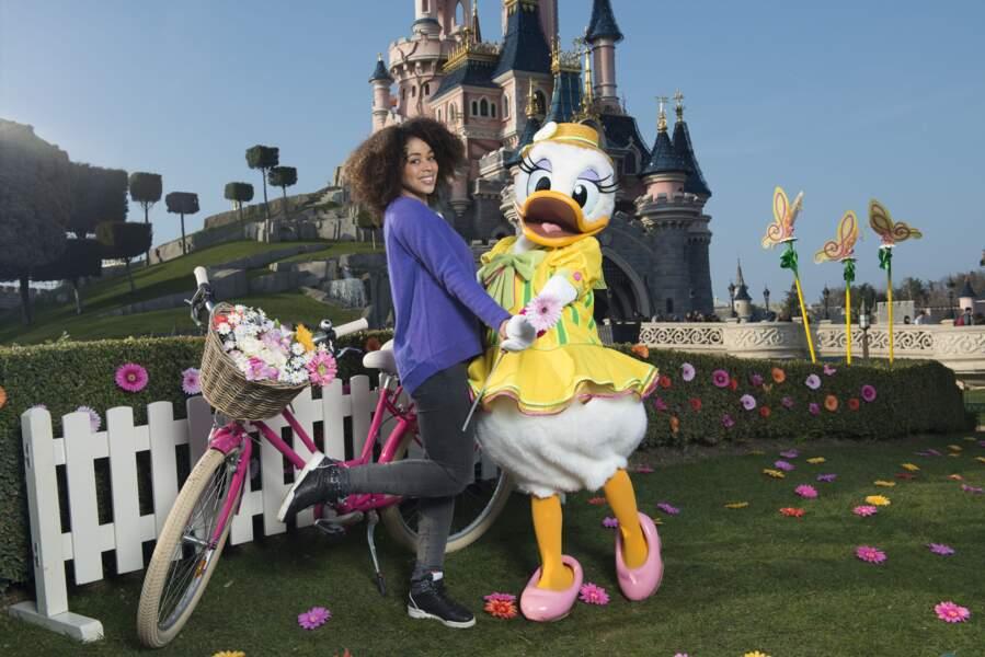 Aurélie Konaté fête le printemps à Disneyland Paris