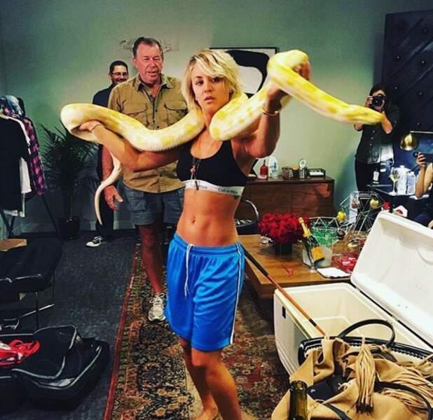 Et Kaley Cuoco en remplaçante de Britney dans I'm a slave 4 you. Serpent Inclus.