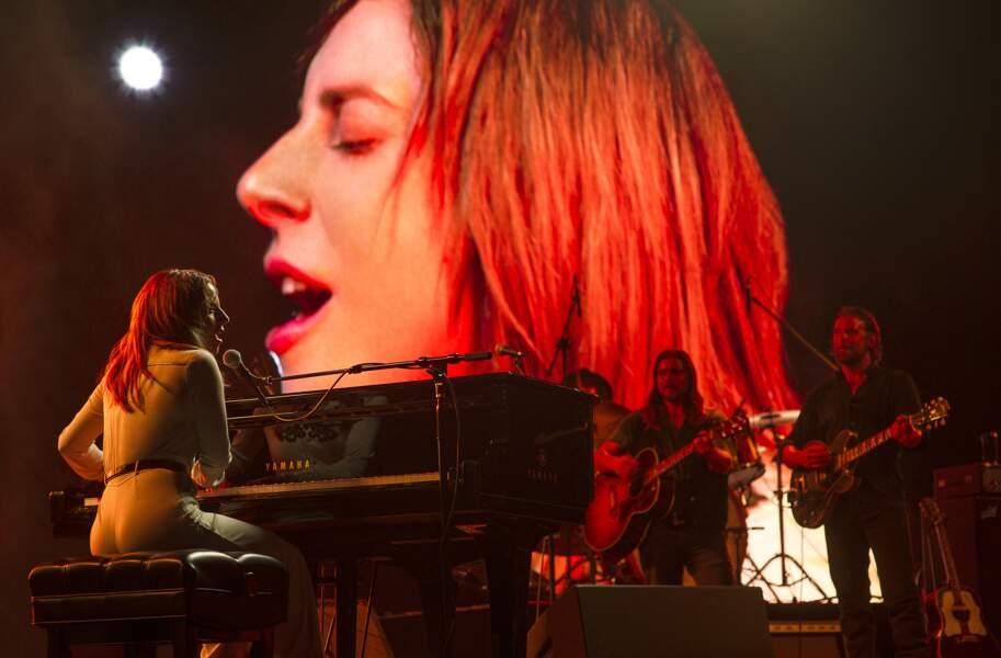 Le talent de l'artiste Ally explose sur scène…