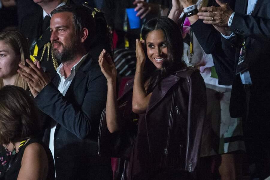 Et elle a chaleureusement applaudi le prince Harry