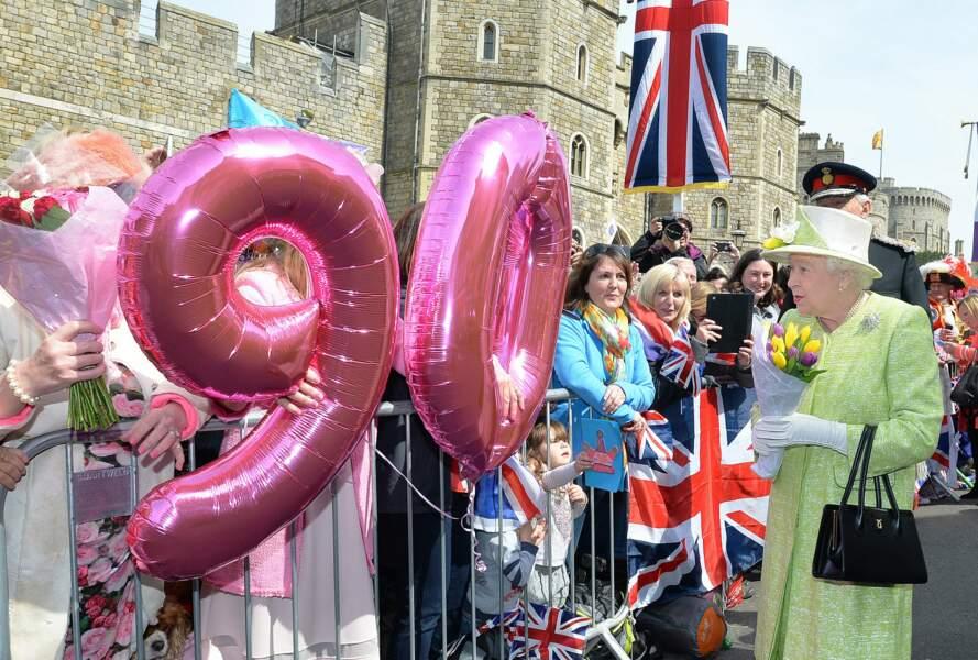 La reine s'offre un vrai bain de foule devant son château de Windsor à l'ouest de Londres