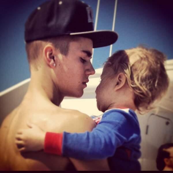 Justin Bieber est très à l'aise avec les enfants