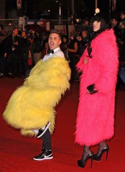 Le duo délirant Brigitte et Josiane (Benoît et Thomas) foulait avec excentricité le tapis rouge en 2012