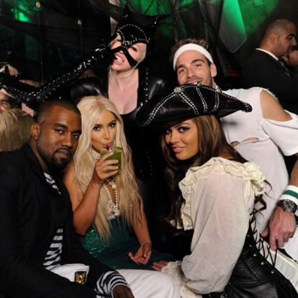 Kim Kardashian se déguise en sirène, Kanye West... en Kanye West !