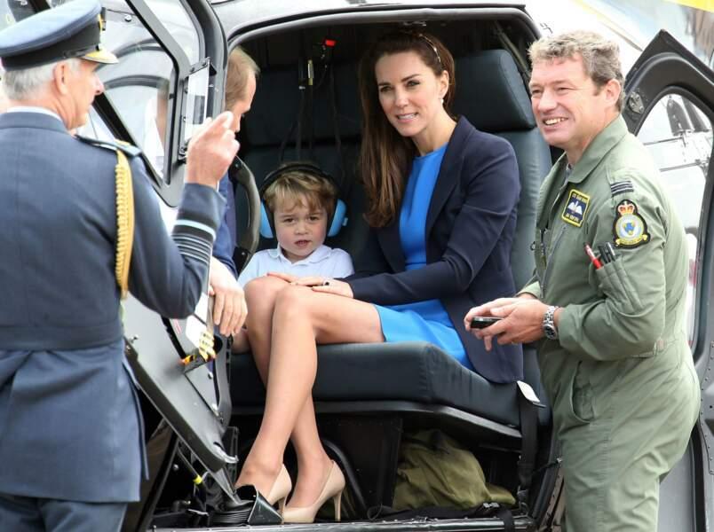 Après cette visite, la famille princière repart comme elle est venue : en hélicoptère !