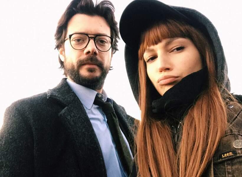 """La voici avec le """"professeur"""" sur le tournage de la série"""