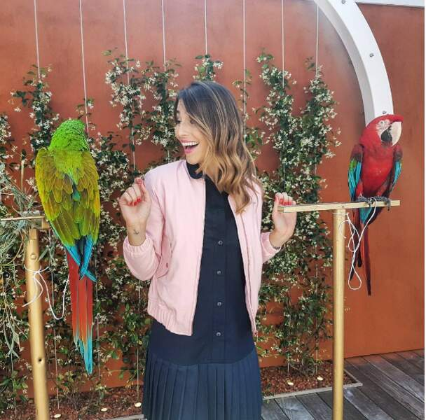 Elle aussi aime le perroquet !