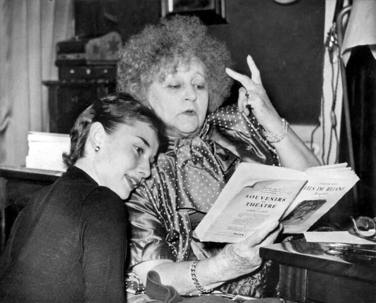 C'est la romancière Colette qui a remarqué puis choisi en 1951 Audrey pour interpréter le rôle de Gigi au théâtre