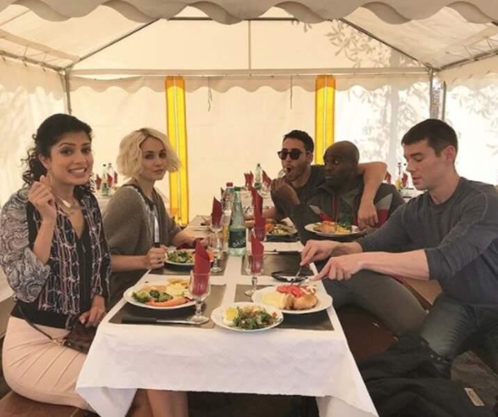 On aurait bien aimé déjeuner avec le casting de Sense8 à Paris sinon.