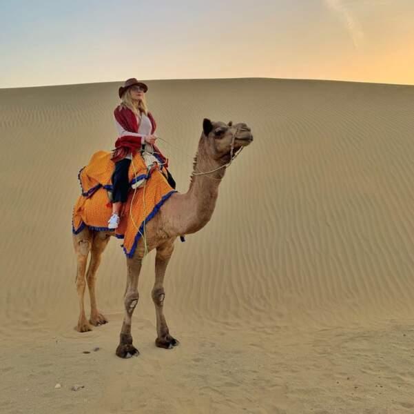 Et Katheryn Winnick a troqué les chevaux de Vikings contre un chameau en Inde.