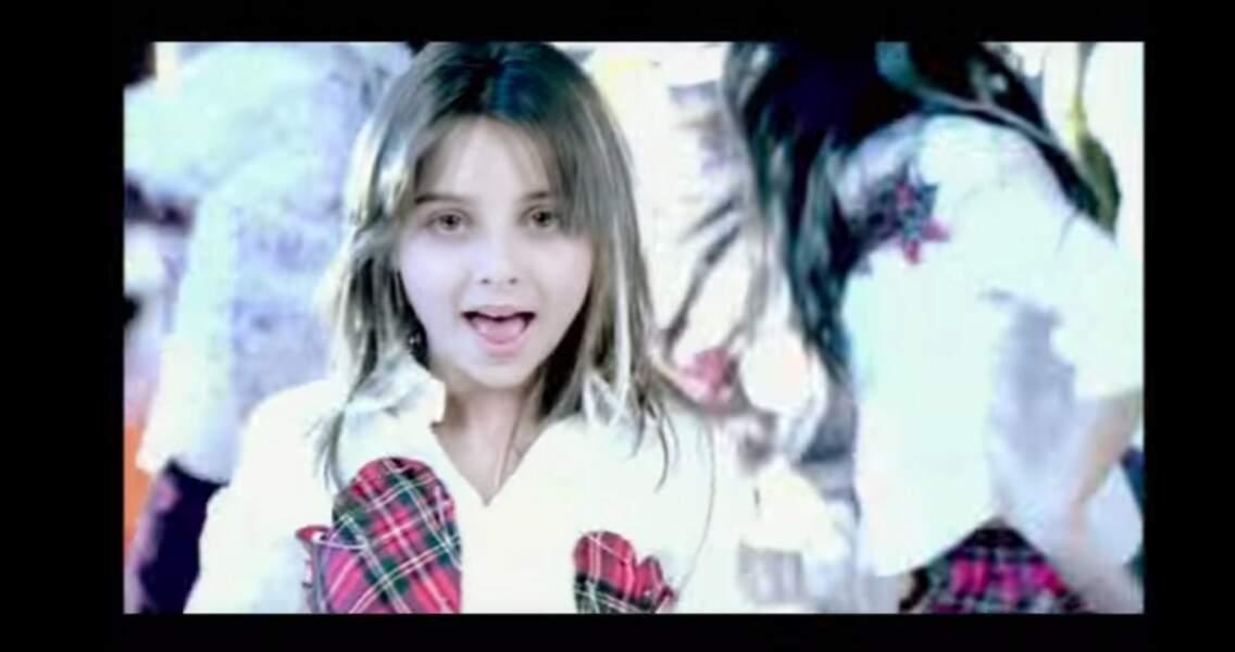 2002, dans le clip de son tube Regarde-moi.