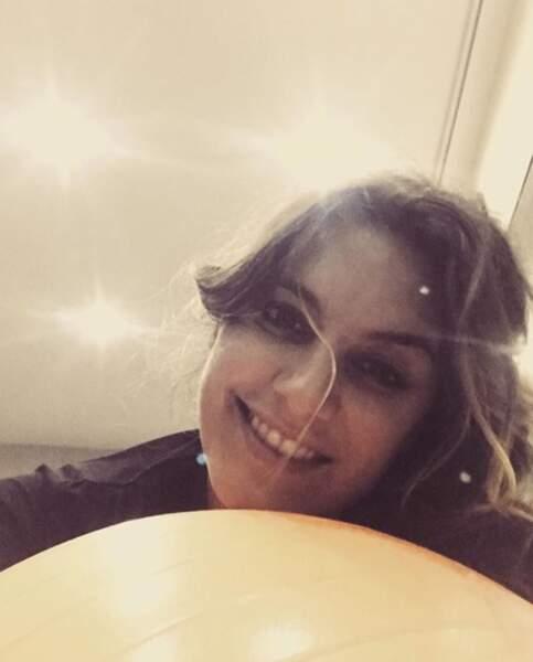 On espère que vous êtes aussi heureux que Laetitia Milot à son cours de pilates pré-natal.
