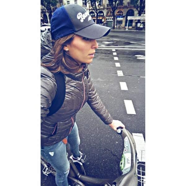 Ouais, Laury fait du Vélib à Paris.
