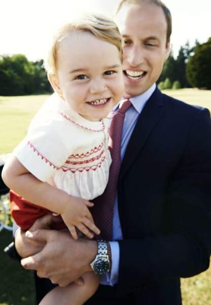 Angleterre : l'irrésistible Baby George, 2 ans, devrait succéder à papy prince Charles et papa William