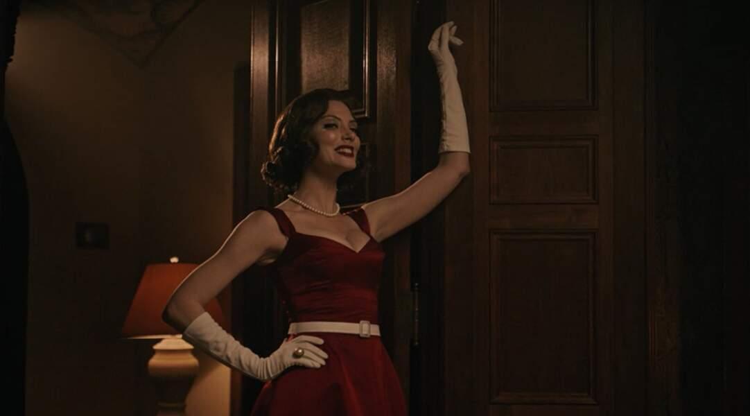 April Bowlby est la touche féminine de la Doom Patrol. Elle joue Rita Farr, la fameuse Elasti-Girl
