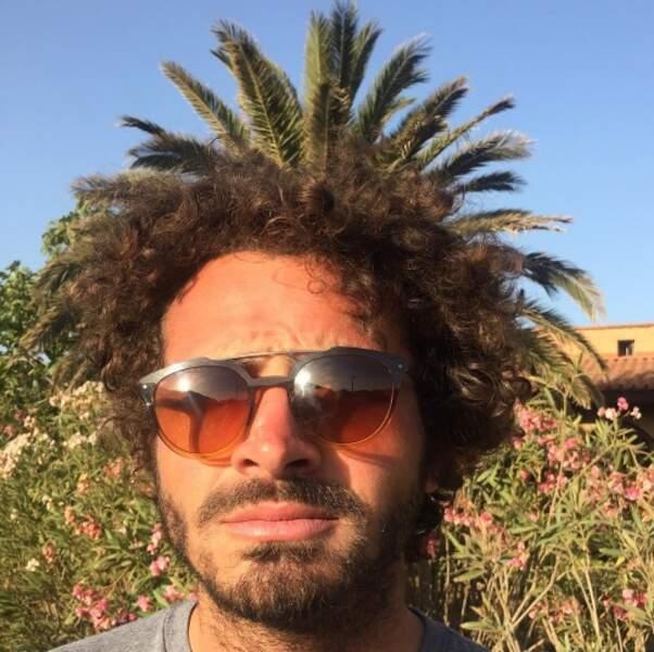 Mais Maxime Musqua, lui, n'a rien fait à ses cheveux. Depuis très longtemps.