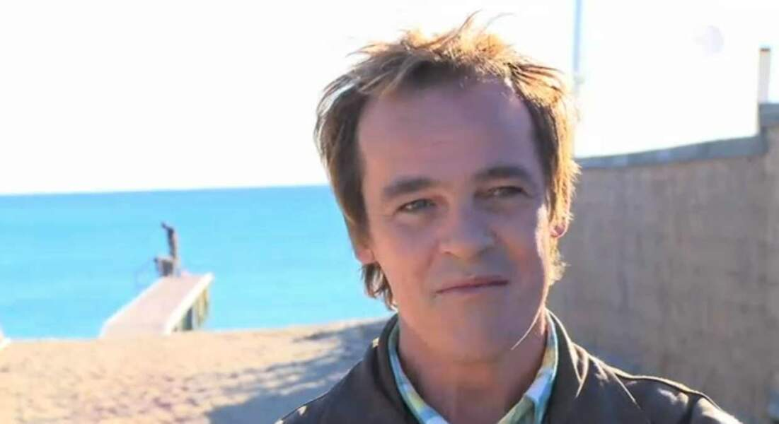 Serge Gisquière (Peter Watson), apparaît dans Les Vacances de l'amour