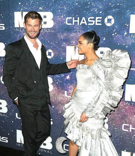 Chris Hemsworth et sa partenaire dans le film, Tessa Thompson