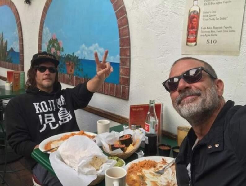 ... Norman Reedus et Jeffrey Dean Morgan en plein repas mexicain...