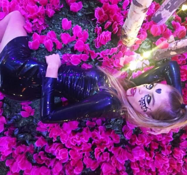 Sexy elle aussi : Stella Maxwell et sa robe en latex.