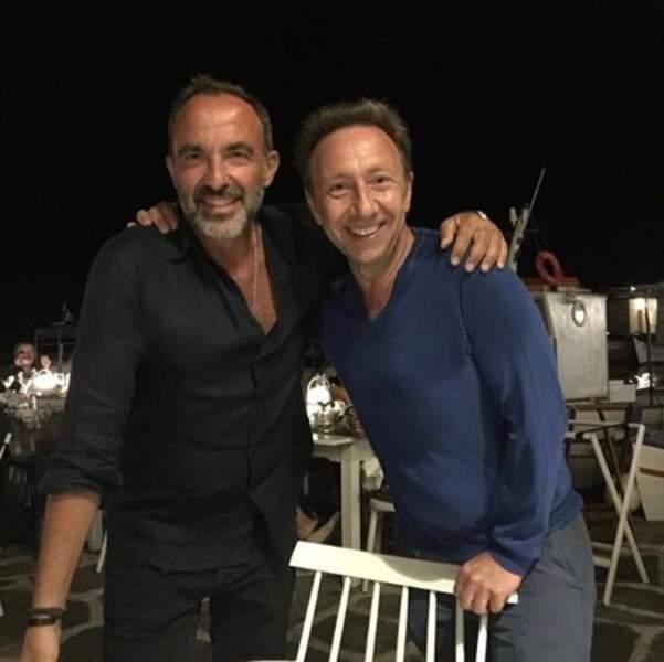 On espère que vous allez aussi bien que Nikos et Stéphane Bern, réunis à Paros…
