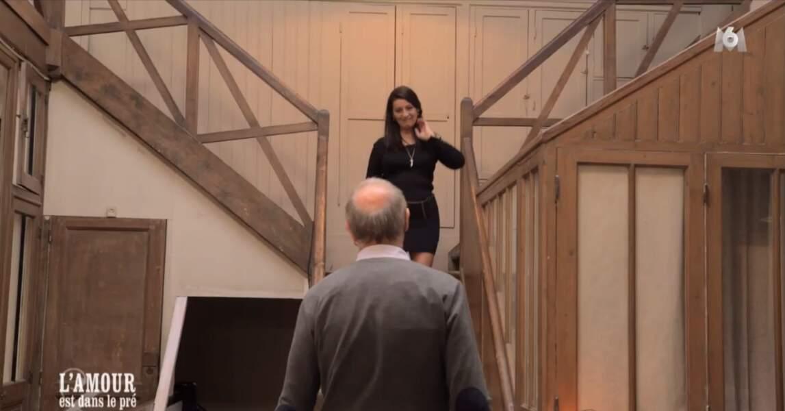 Quelle entrée ! Va-t-elle tomber dans les bras de Bernard ?