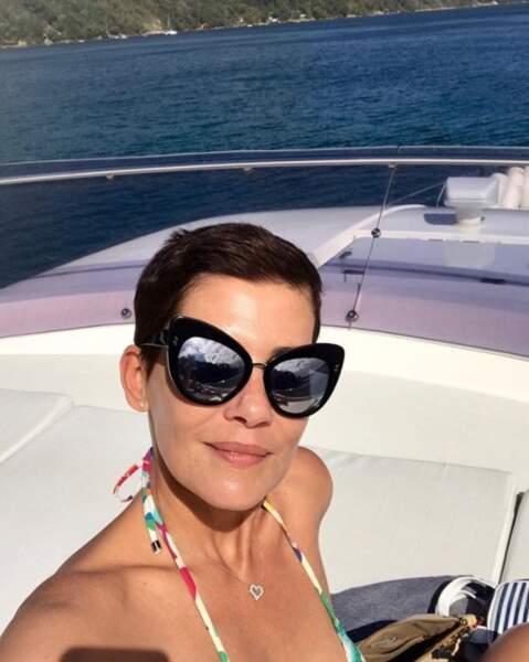 Cristina Cordula a sorti ses plus belles lunettes sur son yatch.