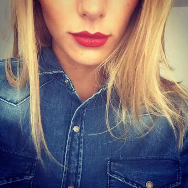 Camille Cerf a un nouveau rouge à lèvres, qui lui va plutôt bien, non ?