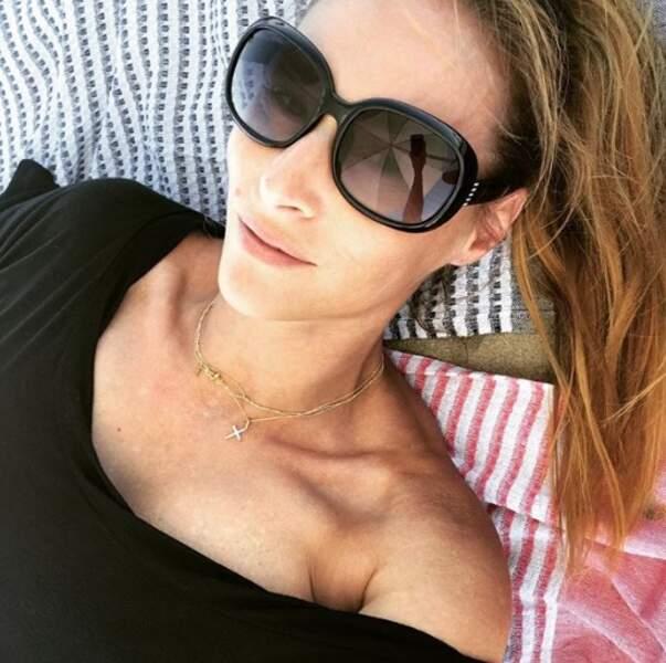 On espère que vous êtes détendus comme Vanessa Demouy à l'ombre.