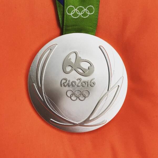 En tout cas, elle est bien belle, cette médaille d'argent du 4x100 m nage libre
