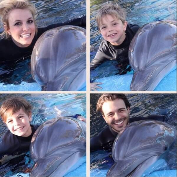 Pendant ce temps, Britney Spears emmenait ses garçons nager avec les dauphins