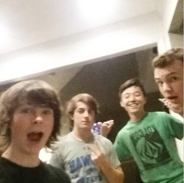 Chandler Riggs (Carl) et son gang