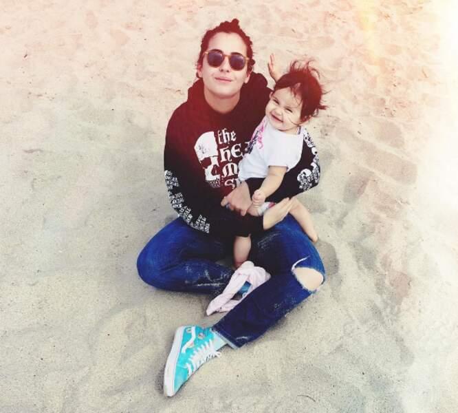 Il y a eu un dimanche à la plage pour Alanna Masterson et sa fille Marlowe.