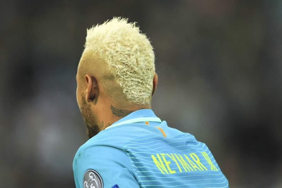 Neymar et sa décoloration frisée en 2016 sous le maillot du Barça !