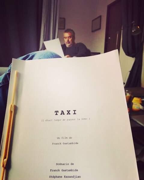 Franck Gastambide est à fond. Il révise son scénario avec Monsieur Luc Besson