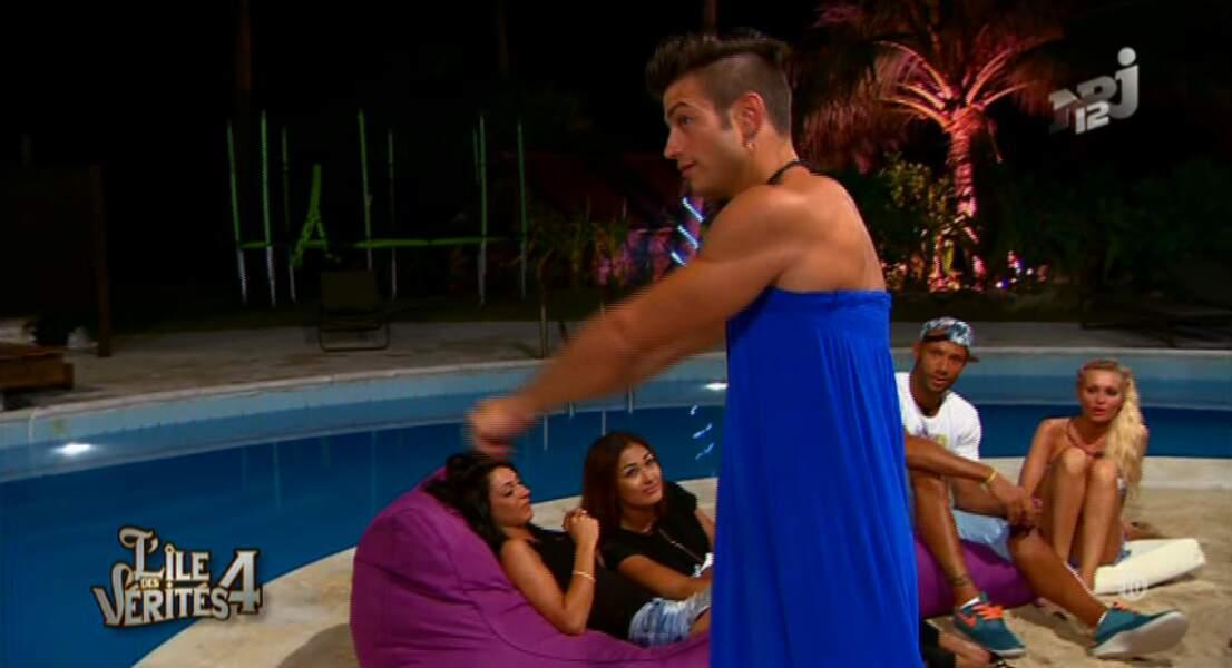 Yoann, de L'île des vérités 4, porte lui aussi une robe. Mais on est moins fan...