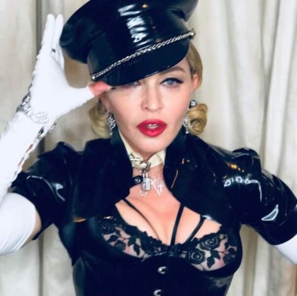 Madonna aime le latex.