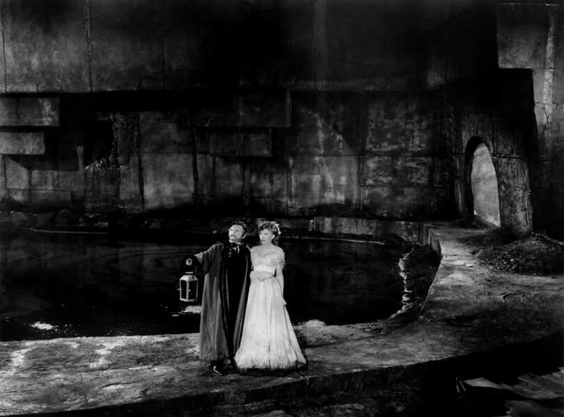 La légende l'Opéra a inspiré un roman, Le Fantôme de l'Opéra, écrit par le célèbre Gaston Leroux.