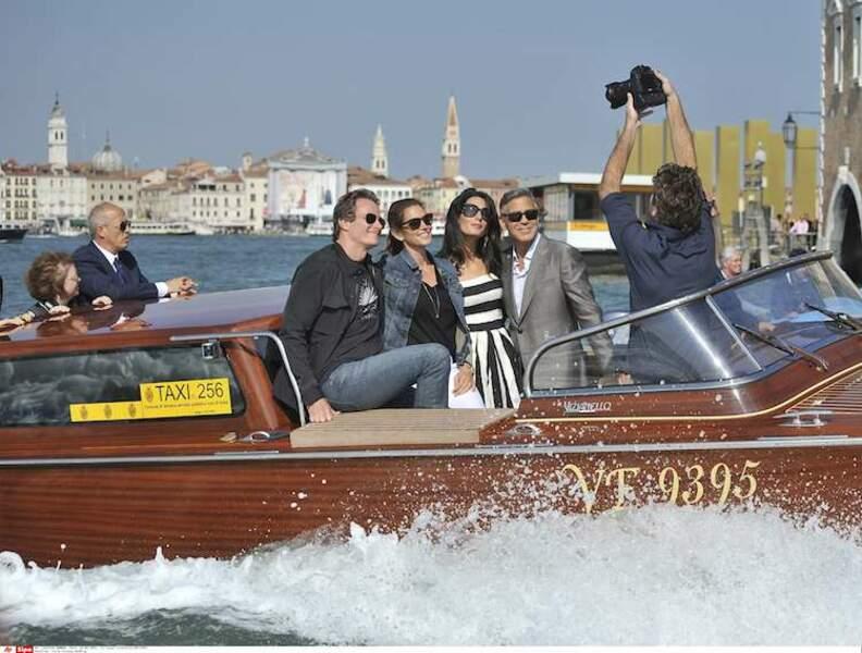 Le selfie sur le bateau en mouvement, c'était trop dangereux