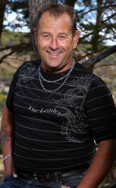 Gilles, 45 ans, est éleveur de chèvres et de vaches allaitantes.