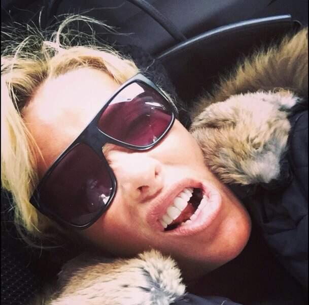 Et Ophélie Winter s'amuse à prendre des selfies décalés. Drôle !