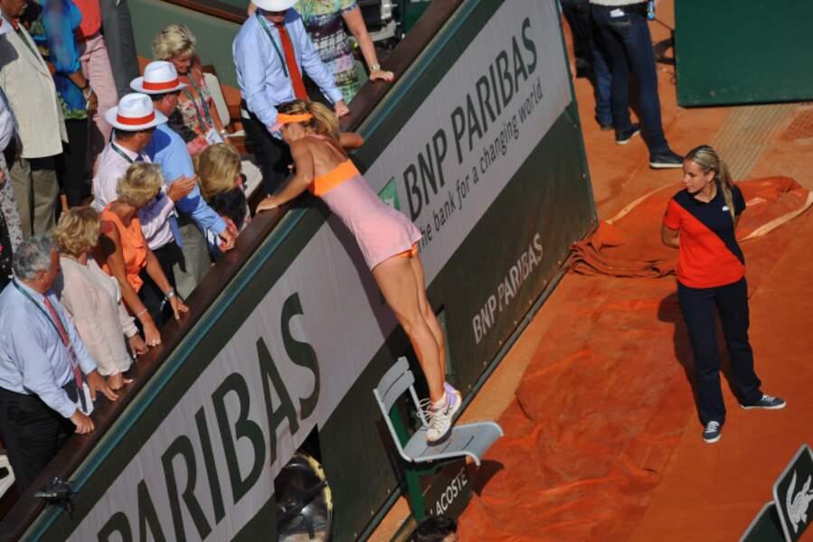 Malgré sa grande taille, Maria Sharapova a eu besoin d'une chaise.